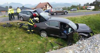 Prešiel do protismeru, čelne sa zrazil s druhým autom