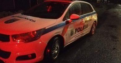 Opitý vodič zdemoloval auto mestskej polície
