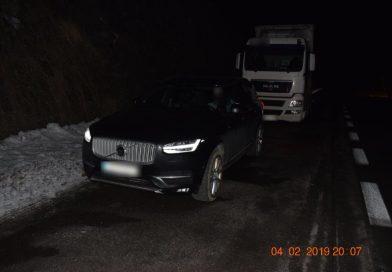 Do Mikulášana pod Strečnom nabúral kamión, vodič nafúkal