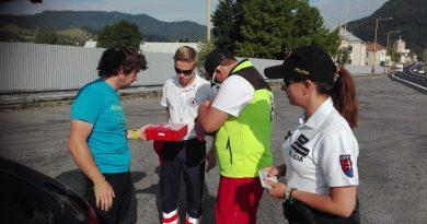 Policajti a červený kríž