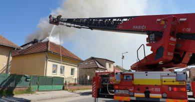 Počet požiarov klesol, hasiči sa však nenudili