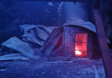 Chata úplne zhorela
