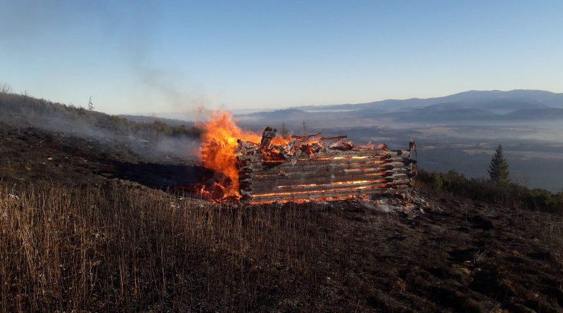 Požiar drevenej stavby v pásme kosodreviny v katastri obce Pribylina