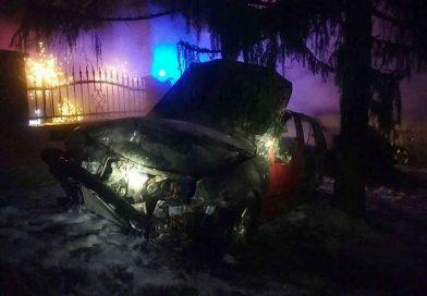 Tri autá zhoreli na Nový rok
