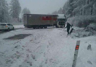 Na diaľnici D1 sa skrížil kamión