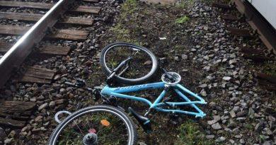 Mladé dievča prežilo stret s vlakom